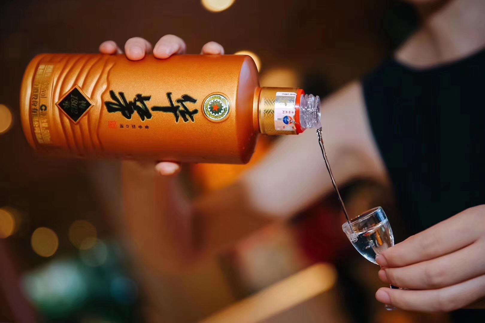 喝华茅酒该使用什么样的酒杯?