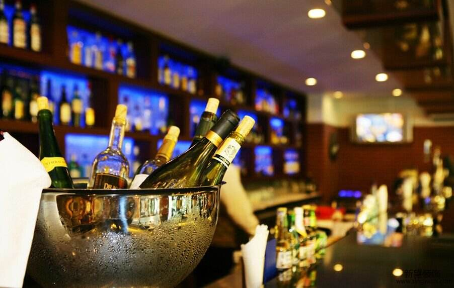 为什么国内的酒吧里尽是洋酒却很少见白酒呢?是崇洋媚外,还是另有隐情?