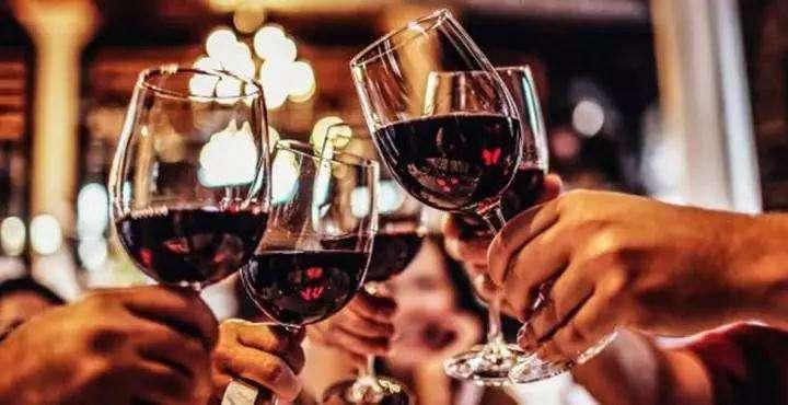 什么时间喝红酒最好?葡萄酒的健康饮用量是多少?