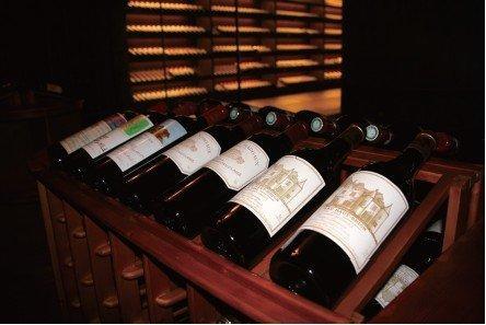 红酒为什么要斜着放置?红酒保存有什么注意事项?