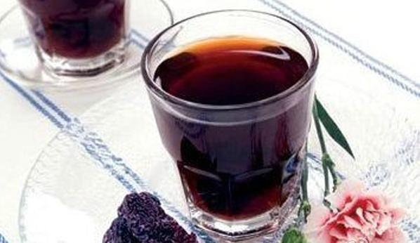 玫瑰泡酒有什么功效?适合哪些人喝呢?