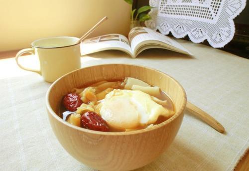 红酒煮鸡蛋怎么做?红酒煮鸡蛋有什么功效?