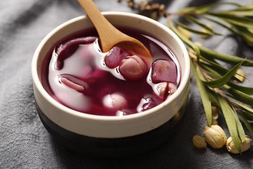 红酒煮苹果怎么做?红酒煮苹果有什么功效?