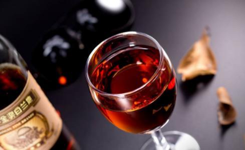 喝红酒吃什么
