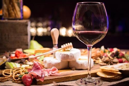 喝红酒吃什么菜