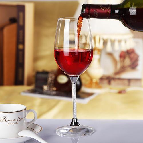 红酒为什么要高脚杯