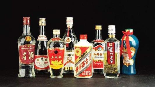 白酒为什么要用玻璃瓶存放?白酒应该如何储存?