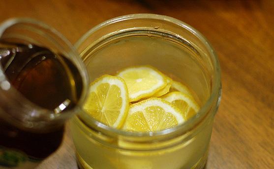 喝完酒后能喝柠檬蜂蜜水吗?喝完酒后吃什么可以解酒
