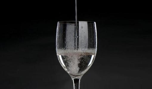 四川省2020年全省优质白酒产业振兴发展推进会在泸州举行