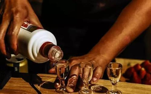 酱香型白酒为什么要长时间存放?酱香型白酒如何储存?