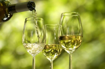 红酒和白葡萄酒的功效