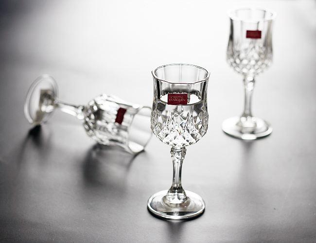 """白酒专家与朱伟隔空争论:年份酒的""""老歌谣""""能否叩开消费者的心扉?"""