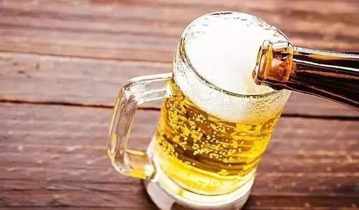 白啤酒和黄啤酒一起喝