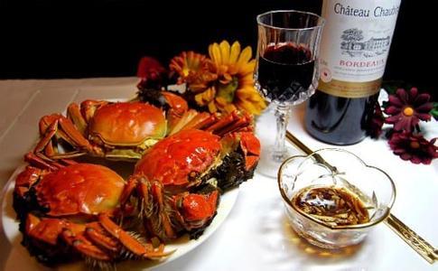 吃大闸蟹可以喝红酒吗?吃大闸蟹可以喝干白吗?