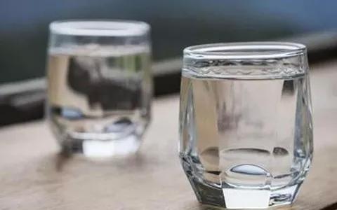 喝醉了喝多少牛奶?白酒和牛奶可以同时喝吗?