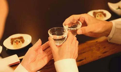 存放二十年的白酒还可以喝吗?为什么陈年白酒比较好喝?