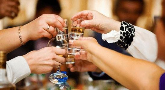 白酒不能和什么一起喝?喝白酒有哪些禁忌?