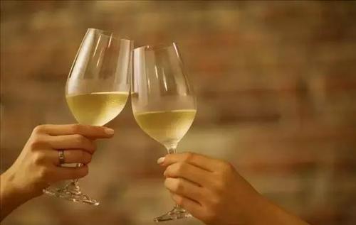 白葡萄酒过期一年还能喝吗