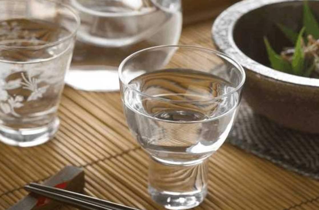 李秋喜代表:紧扣酒业食品安全 完善白酒生产标准 治理无证经营