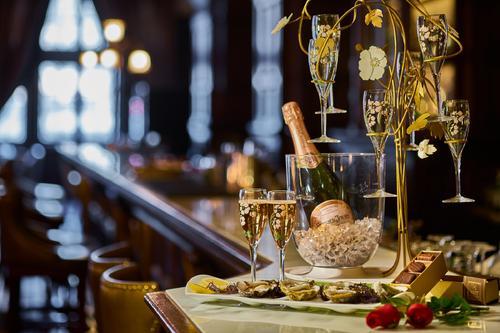 插铁勺能防止香槟氧化吗?开瓶的香槟如何储存?