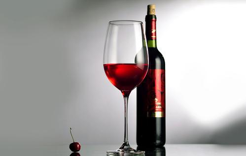 赤霞珠应用什么酒杯