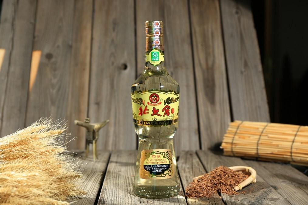 """酱酒+高档光瓶酒的""""双风口"""",将会成为谁的""""隐形翅膀""""?"""