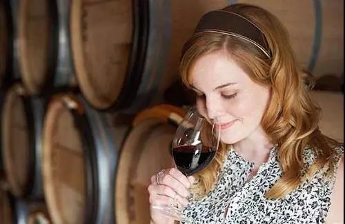 如何判断葡萄酒的最佳饮用期?