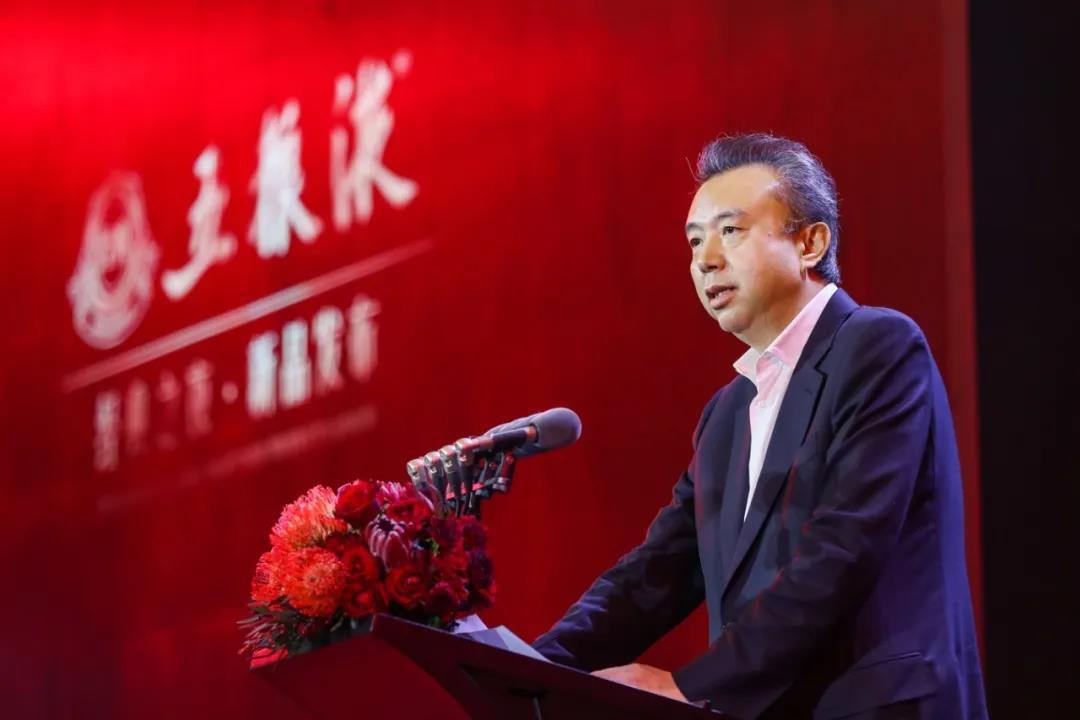 五粮液经典之夜·新品发布成都站在锦城湖畔举行