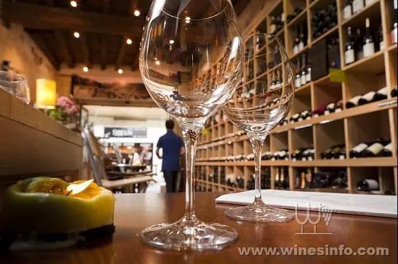 疫情危机叠加,法国葡萄酒业身陷困境