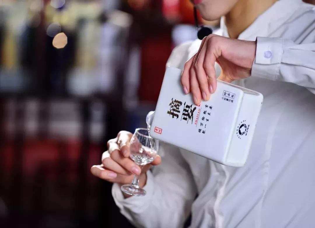 """摘要酒提价70元/瓶,""""贵州第二瓶高端酱酒""""稀缺价值再强化"""