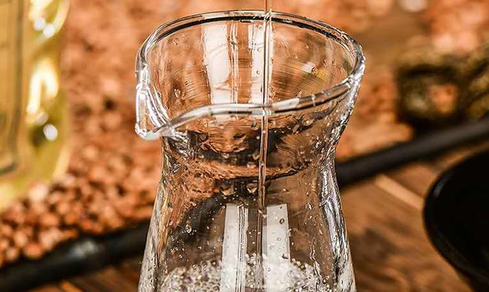 酿造白酒的方法及其原料