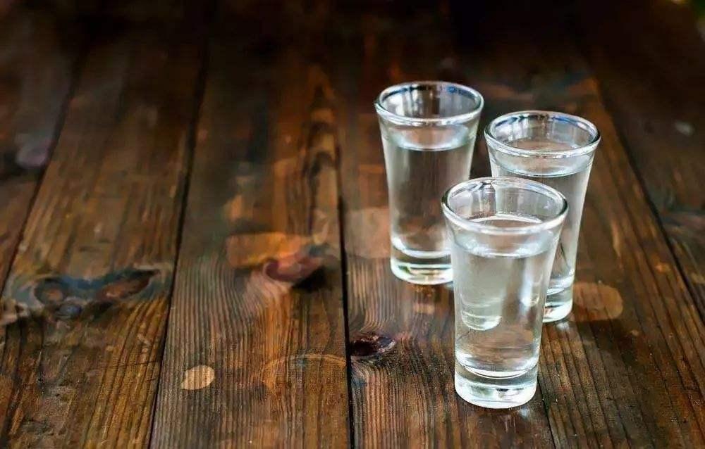 饮用白酒的十大功能简述