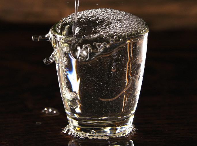 白酒的生产工艺特点及其设备