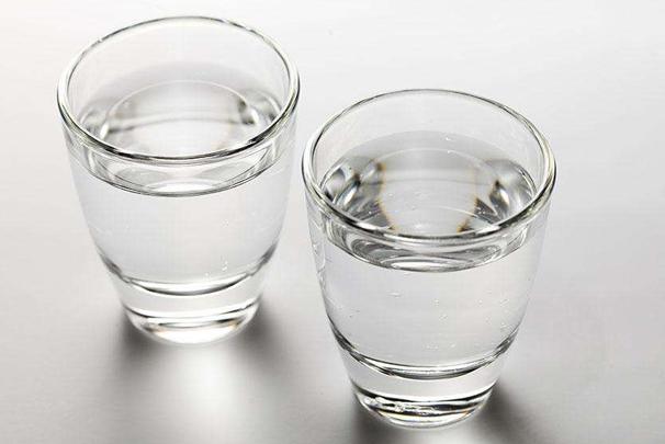 适量喝白酒有什么功效呢