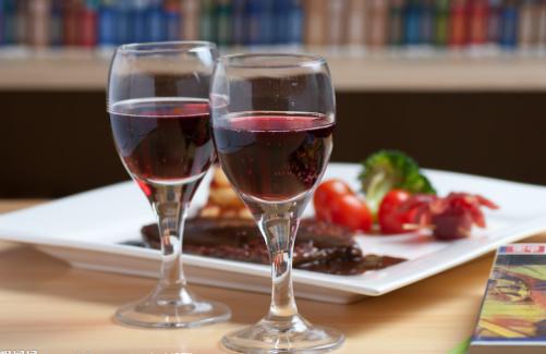 女人喝红酒主要有什么好处