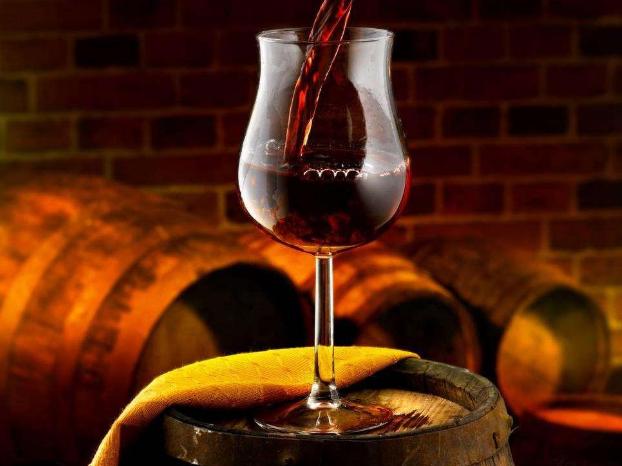 如何辨识真假葡萄酒呢