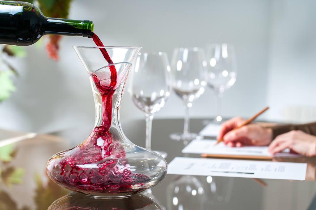葡萄酒酿制的过程简单介绍