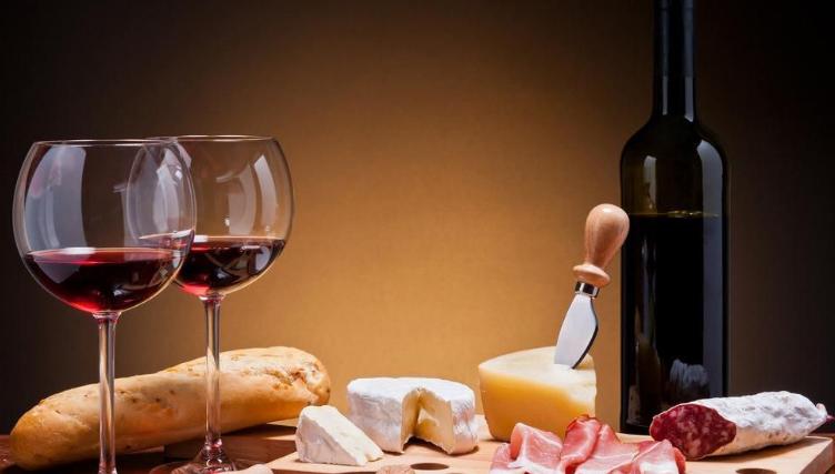 如何巧妙打开葡萄酒瓶