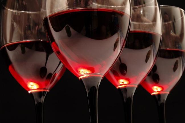 喝葡萄酒的美容护肤功效