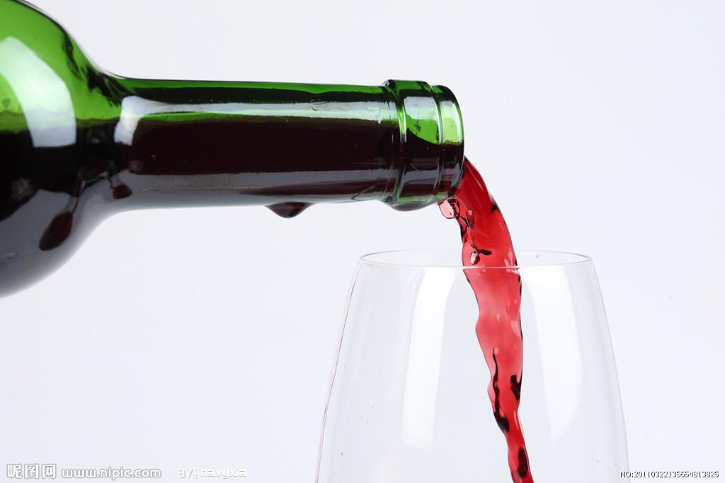 葡萄酒具有美白护肤的功效是不是