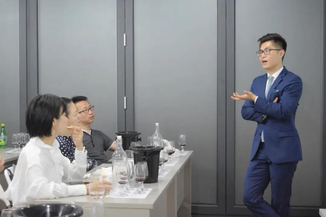 马先辰创办个人酒评网站,向世界发出中国酒评人的声音