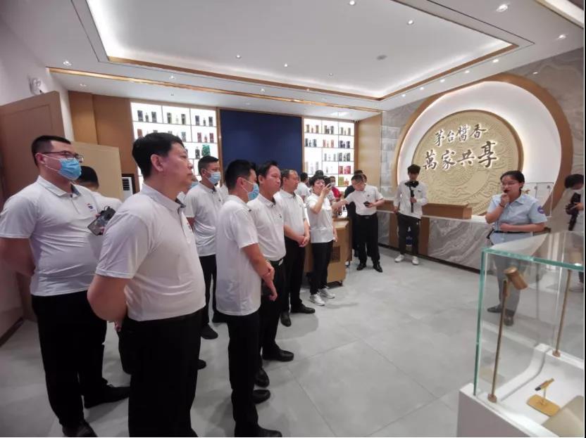 茅台酱香系列酒经销商齐聚共同启动茅台酱香文化之旅