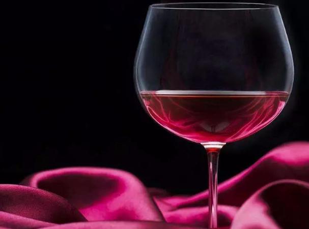 喝葡萄酒的方式以及礼仪