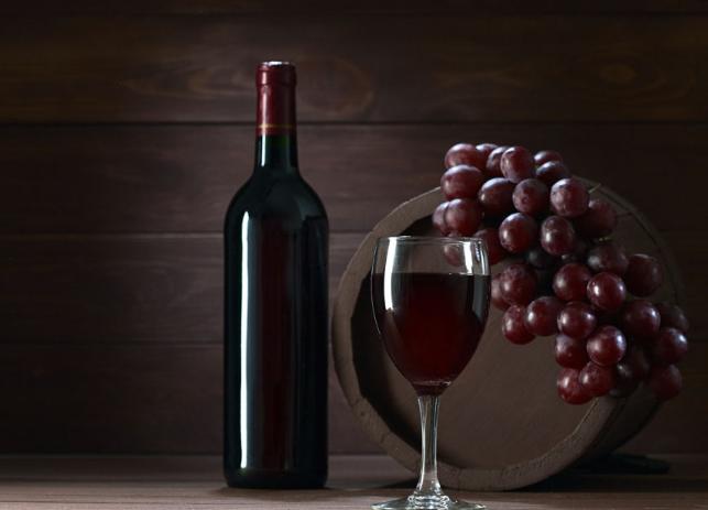 如何通过观察辨别葡萄酒的真假?
