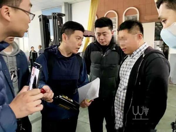 上海警方破获特大假酒案,涉案金额2亿余元