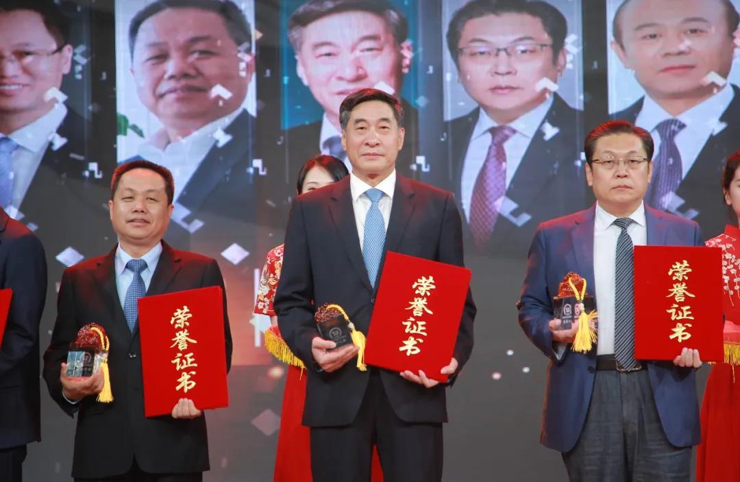 青啤集团荣获两项青岛年度经济成就奖项