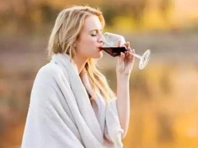 每天睡前一杯红酒,到底是好是坏?后果可能比你想的更可怕