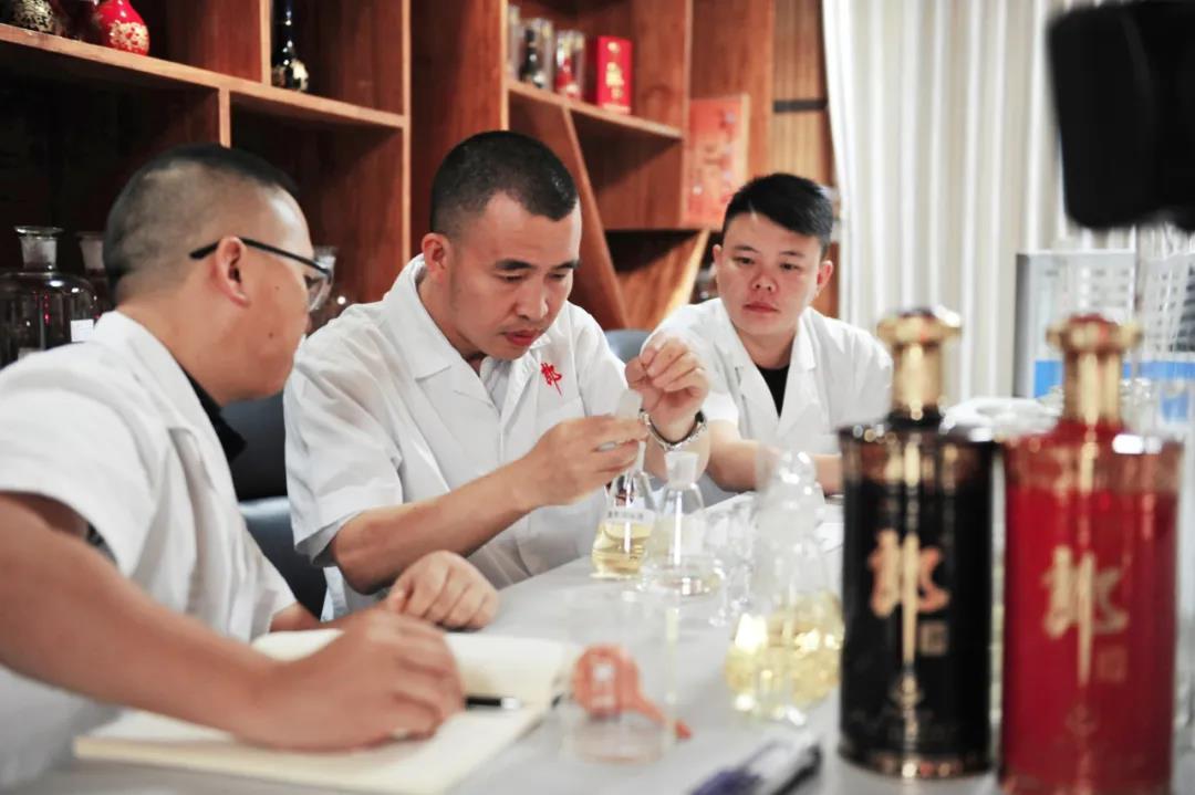 程伟大师酿酒,注入匠心郎酒就有了温度、情感和灵魂