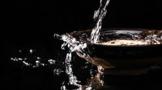 如何选购优质白酒?鉴别酒质的优劣