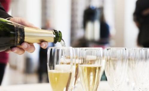 葡萄酒保存多久后适合饮用?怎么保存?